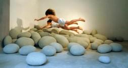 Напольные подушки в виде мягких камней