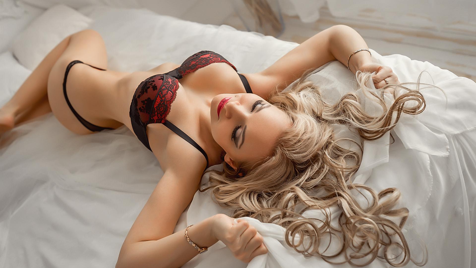 Обнаженное Тело Блондинки