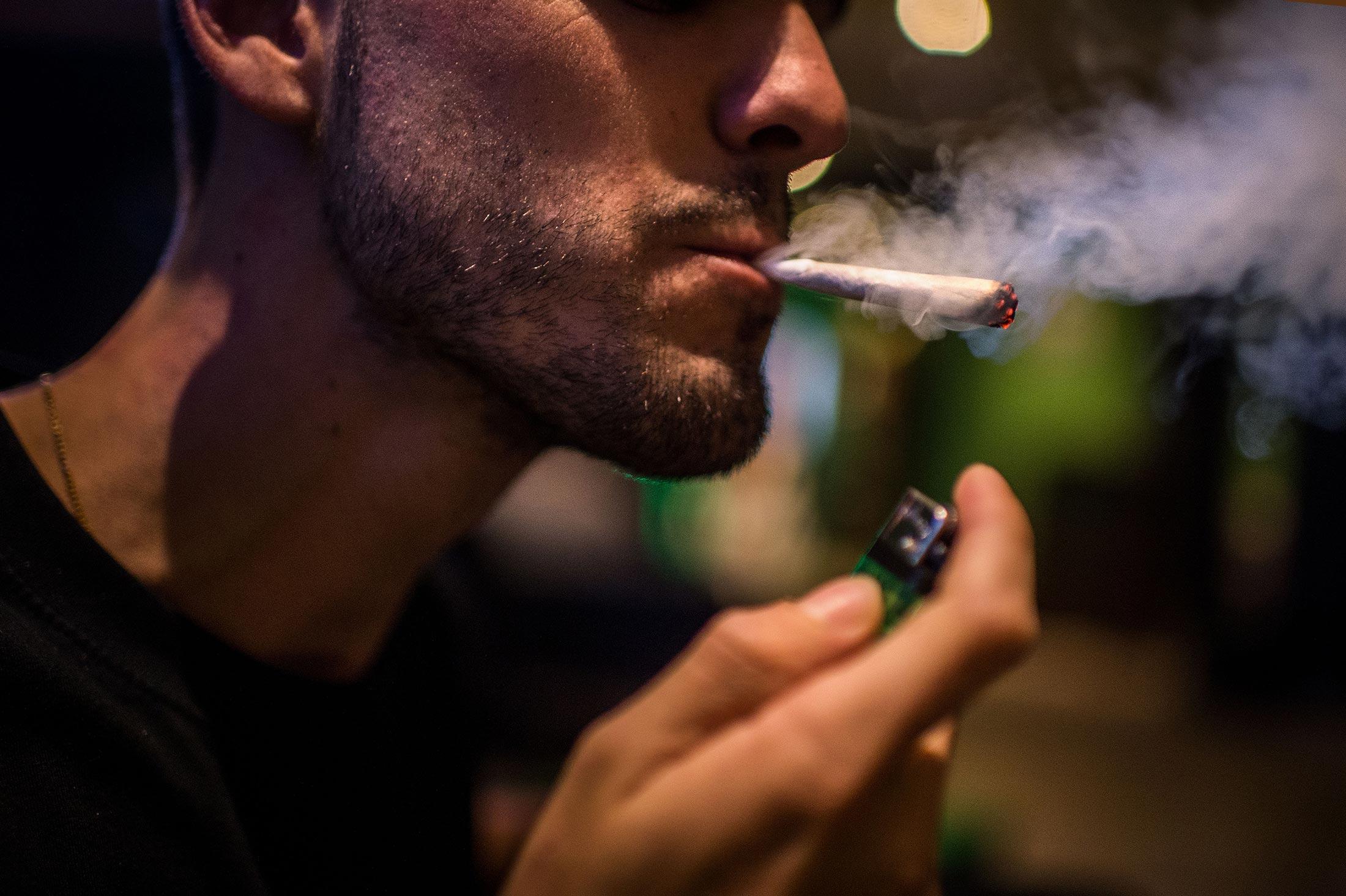 совершенствовании картинки где парень курит принадлежности