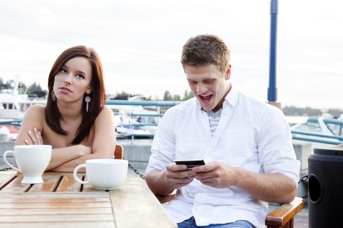 Μπόμπυ μπουτρονικό online dating